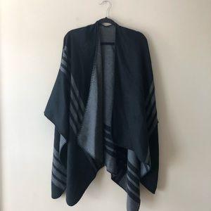 BB Dakota black/grey reversible poncho top